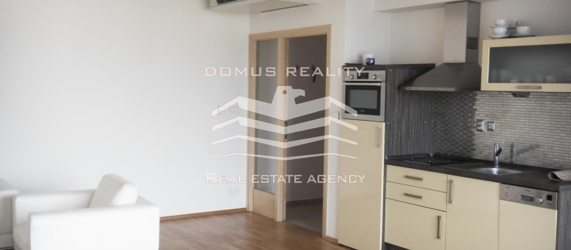 Pronájem luxusně zařízeného bytu 2+kk, 65 m2