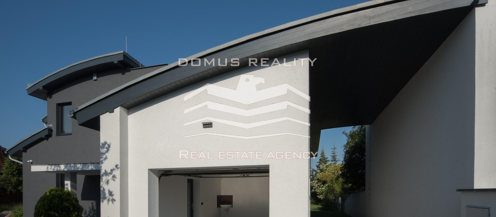 Naše realitní kancelář Vám nabízí prodej moderní vily, postavenou v roce 2018.