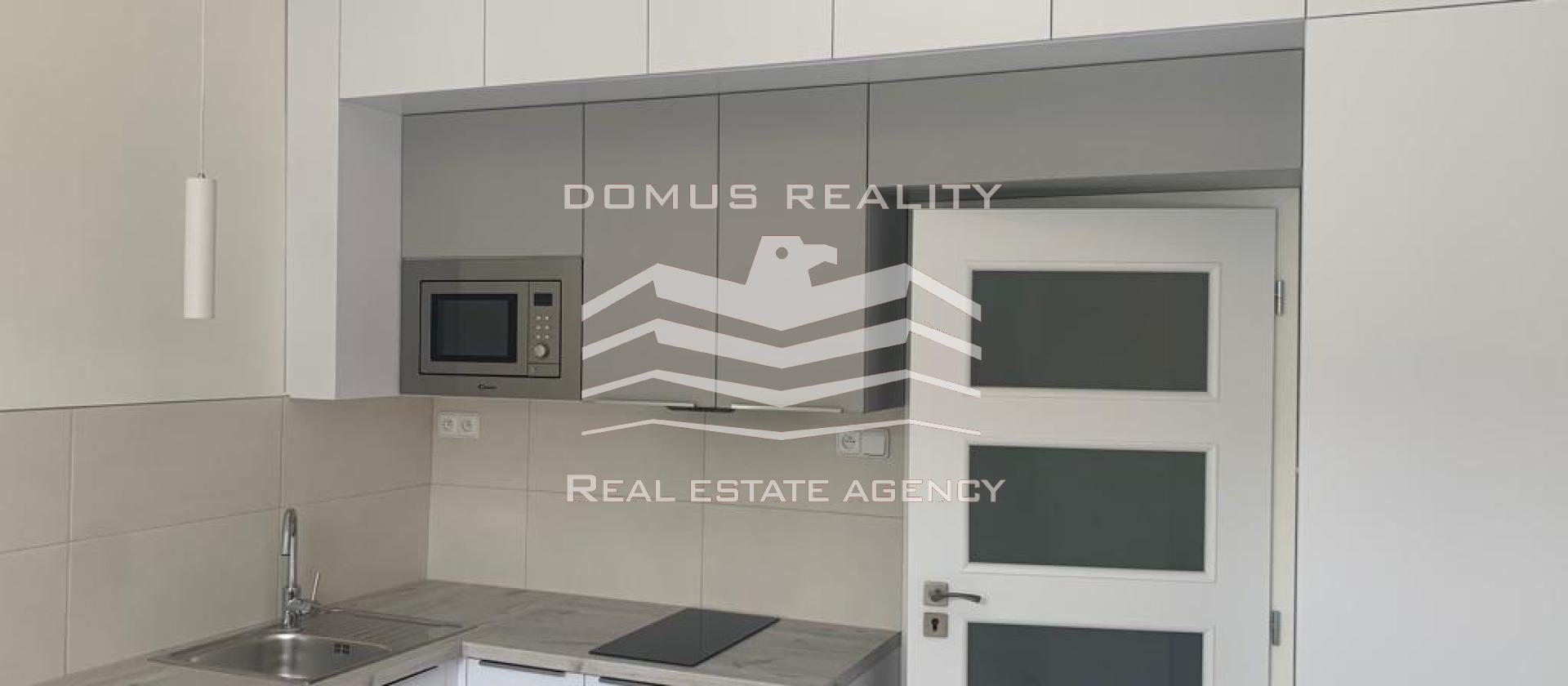 Nabízíme k pronájmu byt 1+kk, podlahová plocha bytu 21 m2, v cihlovém domě na Praze 3