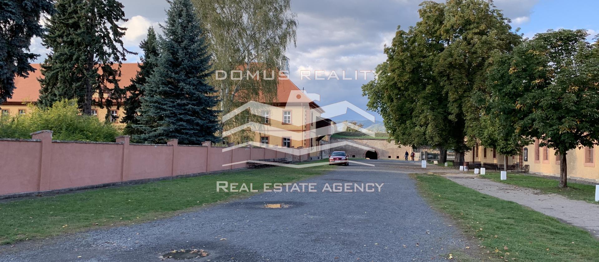 Rodinná vila k rekonstrukci 460 m² + 50 m² terasa, Praha 9 - Klánovice, pozemek 1167 m²
