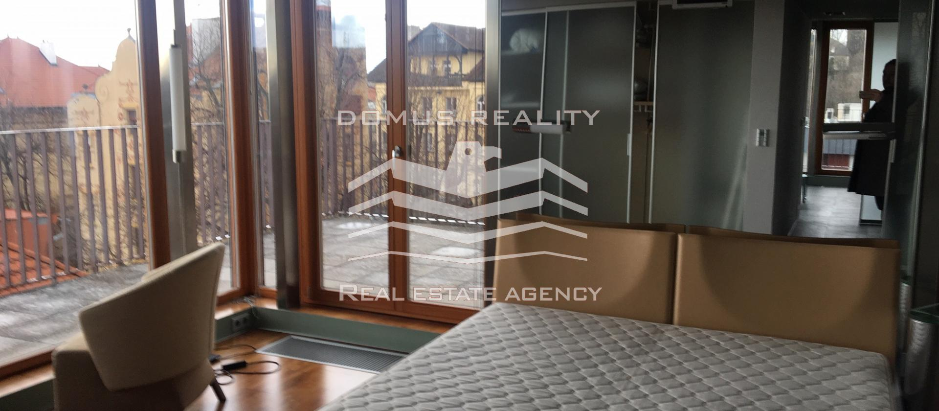 Pronajem bytu 2+kk 112 m² ulice U Nikolajky, Praha 5 -