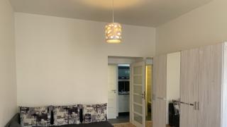 Prostorné světlé byt  2+kk-65m2 s neprůchozími pokoji po rekonstrukci se nachází ve 4 .patře cihlového domu s výtahem
