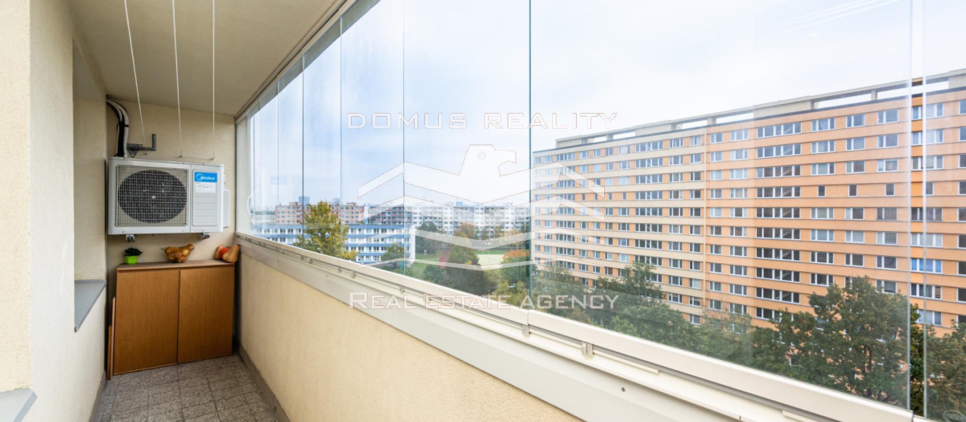 Nabízíme exklusivně k prodeji krásný byt v Praze 4 v Brániku o dispozici 3+KK