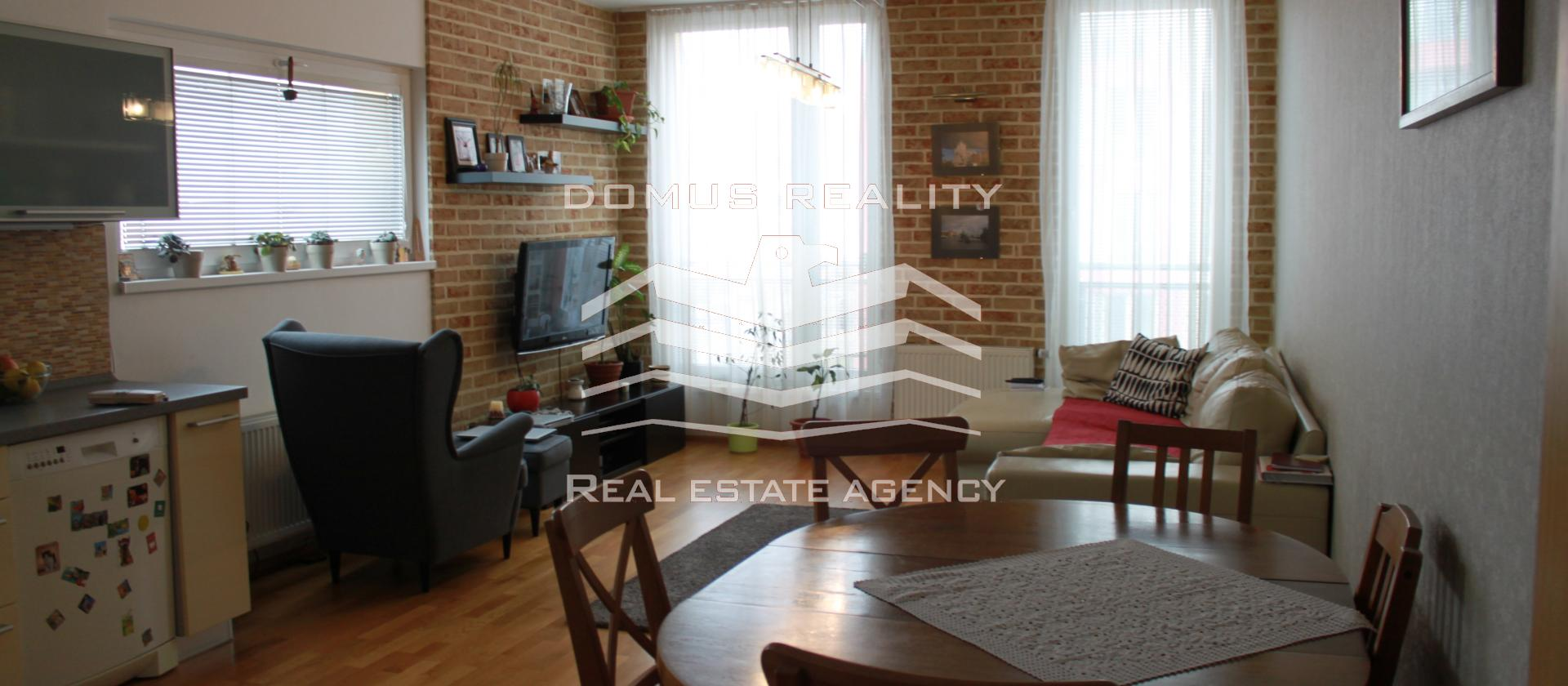 Exkluzivní nabídka krásného, prostorného bytu 4 + kk o ploše 100 m2