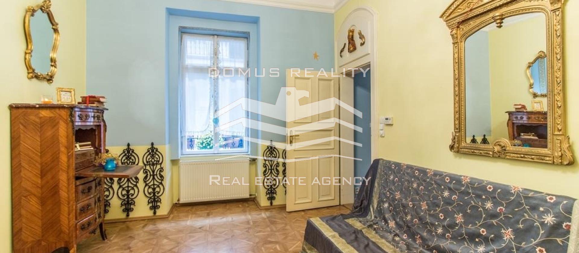 Krásný světlý a tichý byt 4+1 (90m²)s balkónem (13m²) na Malé Straně u parku Kampa