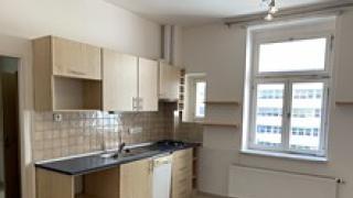 Velmi pěkný byt po rekonstrukci 3 +kk -80m2 . Neprůchozí pokoje.