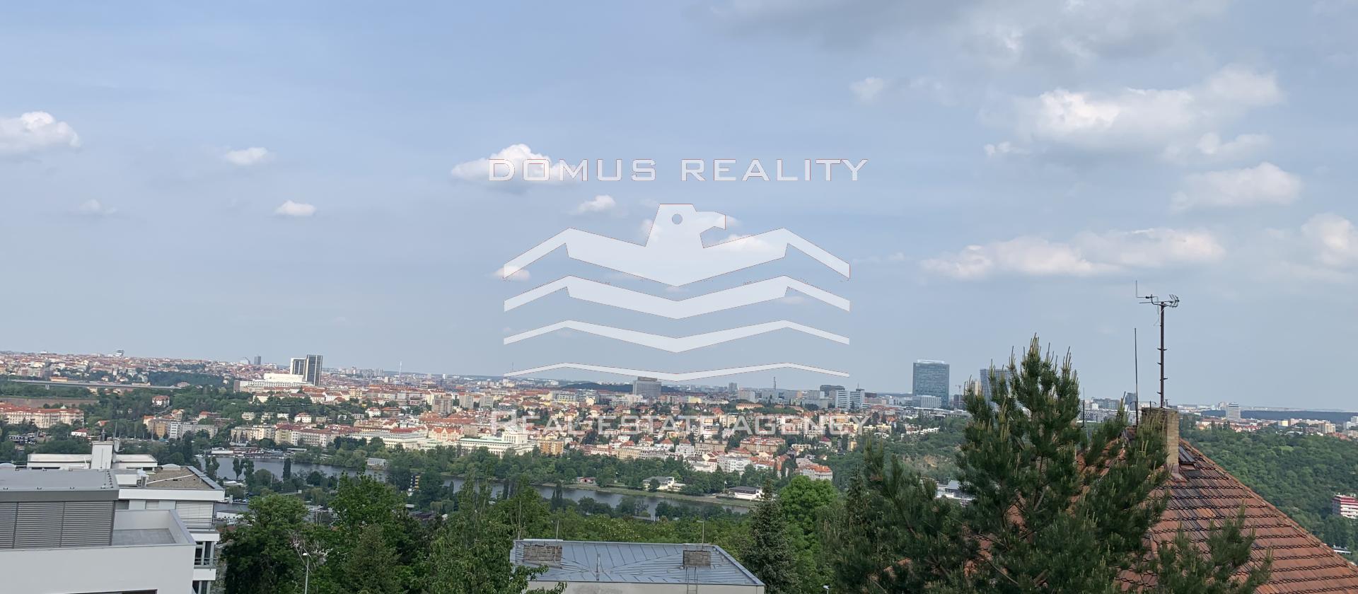 Luxusní  mezonetový byt 3 +kk s terasou a nádherným výhledem na Prahu