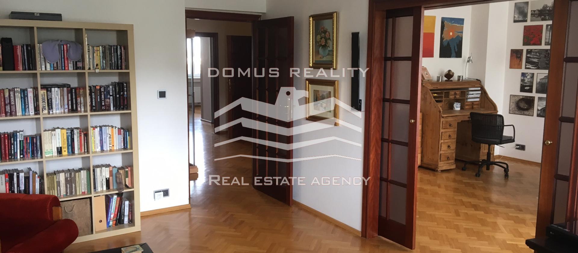 """Velmi krásné nový byty """"Villa Mydlářka"""" parkovací místa , dům v blízkosti M""""A"""""""