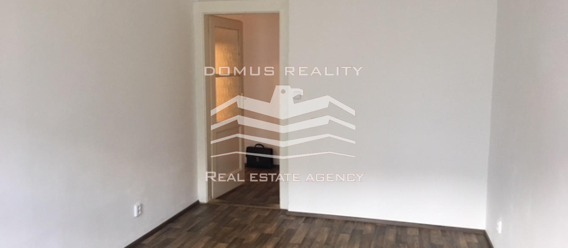 Pronájem příjemného, světlého, nezařízeného bytu 2+kk