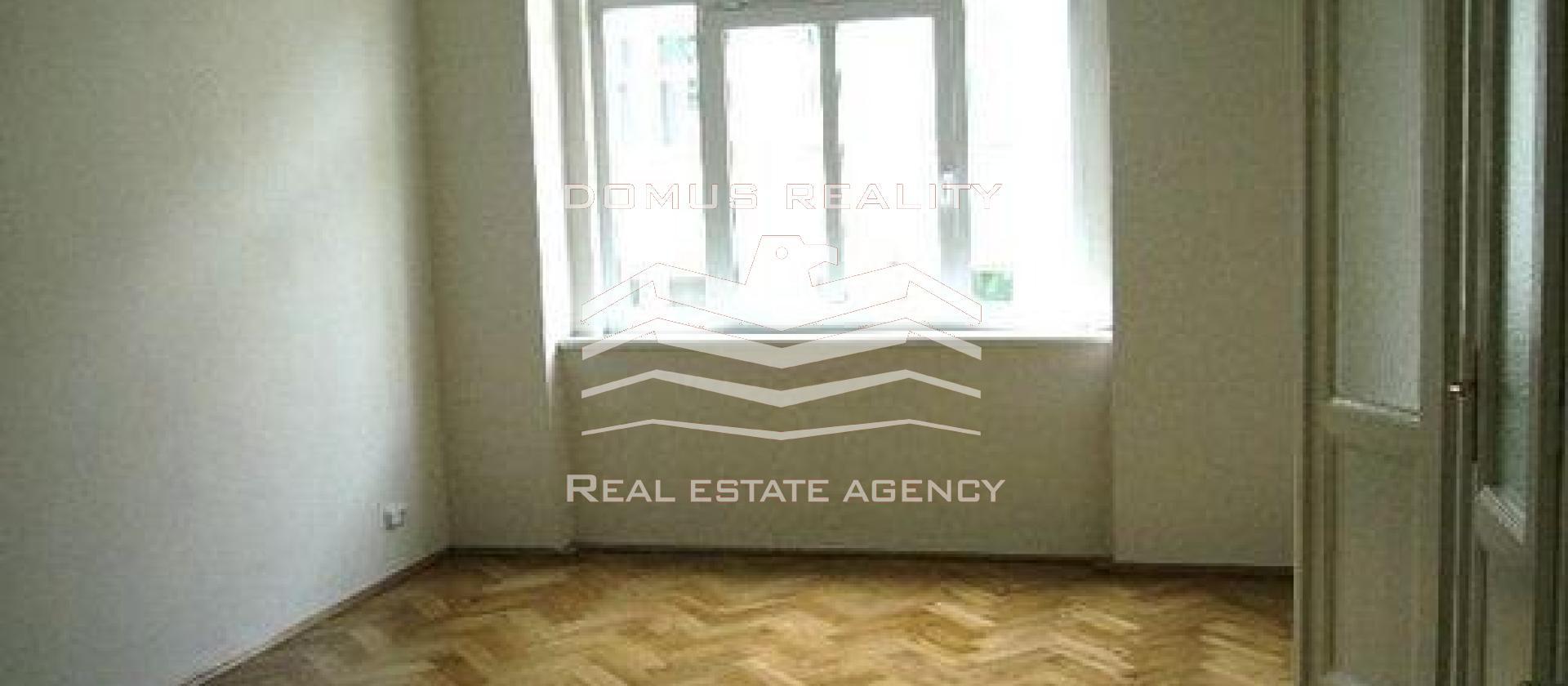 Velmi pěkný, prostorný byt 2+1 - 66 m2 ve 2.patře činžovního domu bez výtahu