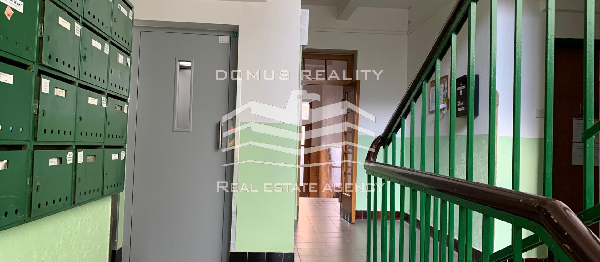 Krásný byt nacházející se  ve vyhledávané lokalitě na Praze 10