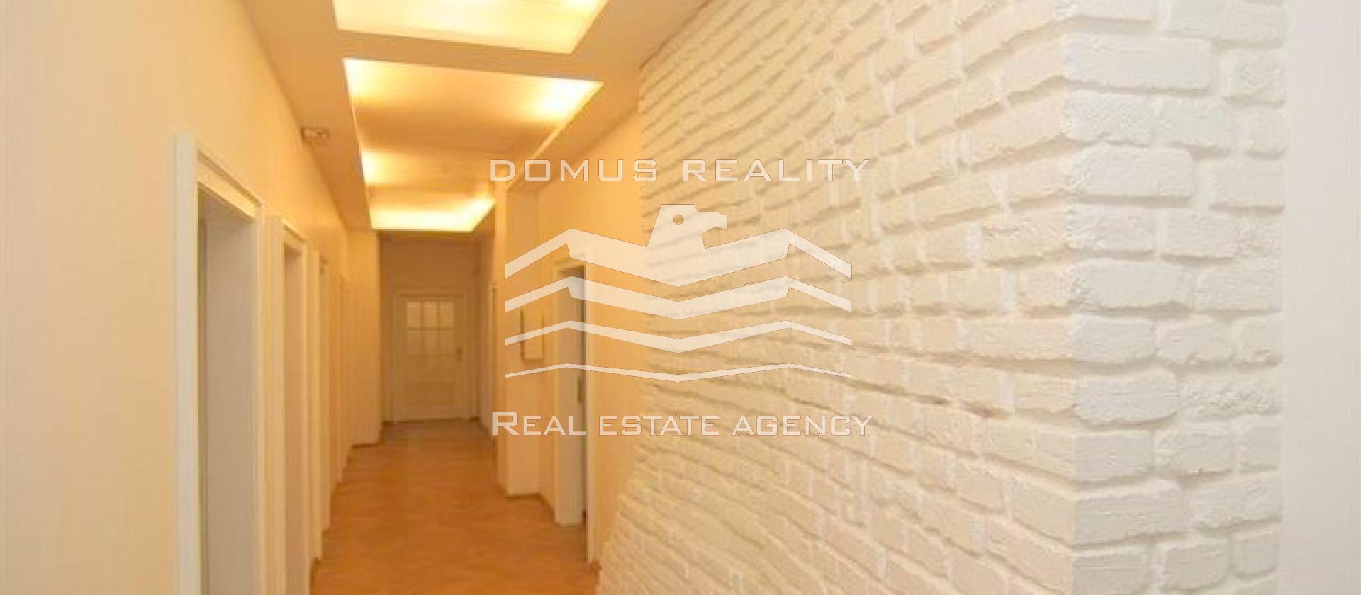 Velmi pěkné, po rekonstrukci kancelářské prostory až 500m2 (dle potřeby se daj kombinovat