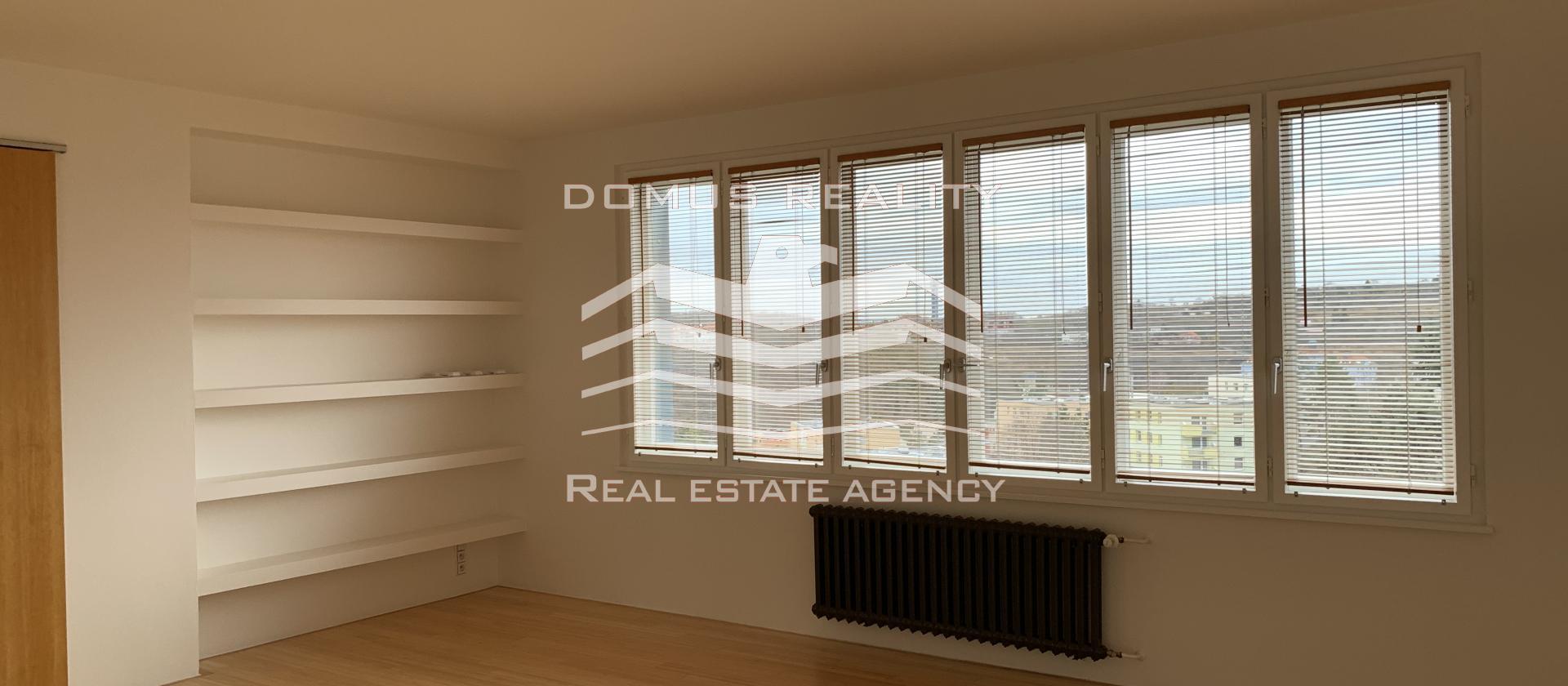Velmi pěkný, slunný byt 3+1 s balkonem a zahradou
