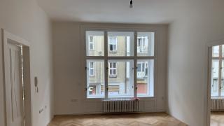 Nabízíme k pronájmu reprezentativní a zrekonstruovanou kancelář 5+1 o užitné velikosti 130 m²