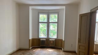 Nabízíme k pronájmu nezařízený krásný byt 4+1, 112 m2, ulice Manesová , Praha 2 - Vinohrady