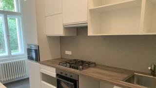 Nabízíme k pronájmu nezařízený krásný byt 4+kk, 112 m2, ulice Manesová