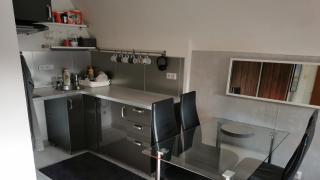 Velmi pěkný a kompletně zařízený byt 1+kk-30m2 s výhledem do zeleně a Petřín