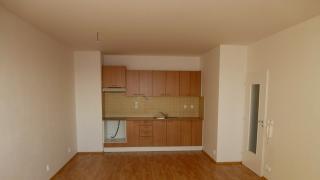 Velmi pěkný nový byt 2+kk-51m2 se nachází v moderně  novostavbě v 16.patře
