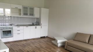 Velmi pěkný,  nový , kompletně zařízený byt 1+kk-34