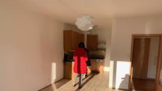 Velmi pěkný nový byt 2+kk-50m2 v novostavbě, ve 3p, Barrandov s prostorným balkonem a garážovým stáním