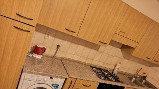 Nabízíme ke dlouhodobému pronájmu byt 1+1 (menší 2+kk) v 3.NP s výtahem na Praze 1, ulice Ostrovn